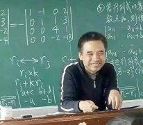 这位老师比较特别,他人气非常高,是哈